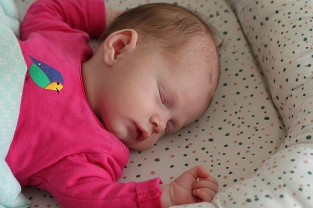 spánek děvčátka