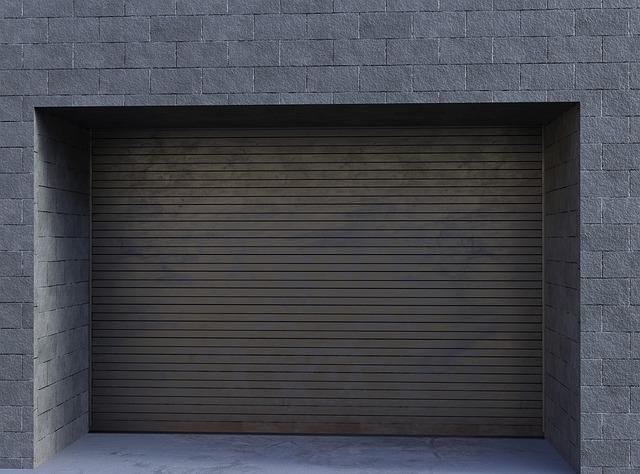 vrata dřevěné garáže