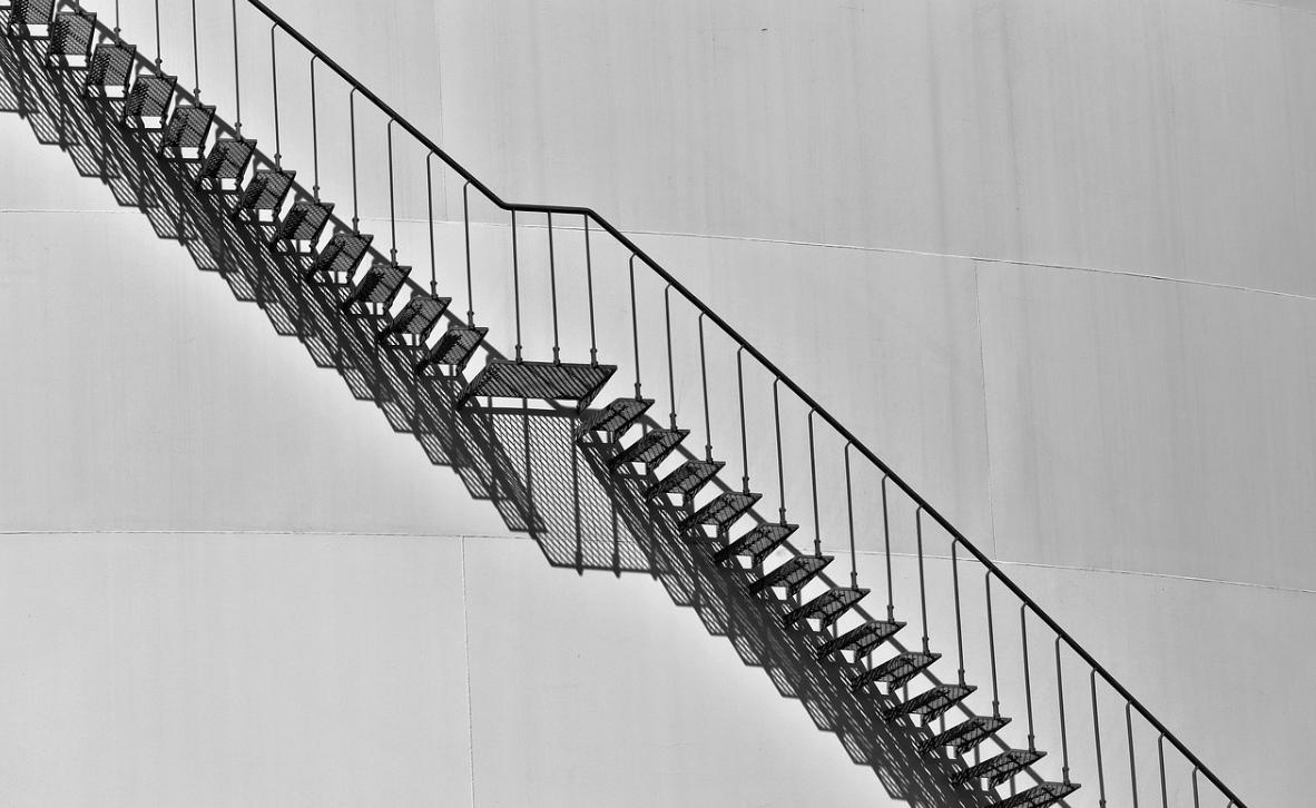 zábradlí na schodech